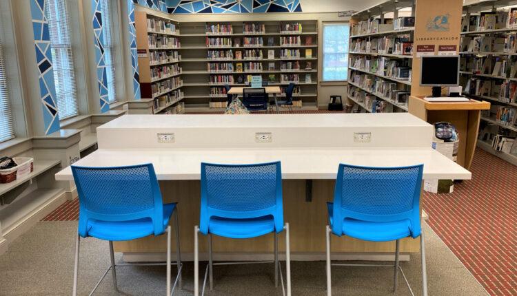 1623113737_20210607-CO-084LIB-NR_Windsor-Woods-Area-Library-Teen-Area-Tech-Bar.jpg